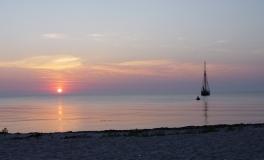 Solnedgang med skonnert
